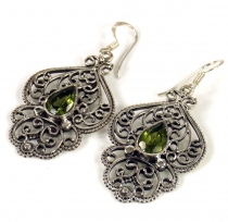 Facet cut earrings - Peridot